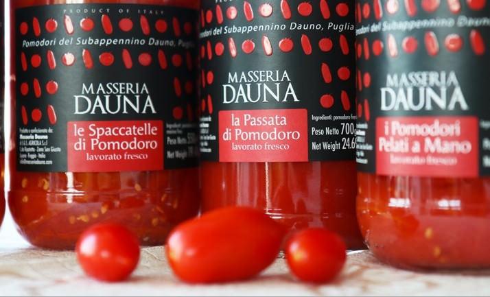 Masseria Dauna è una realtà pugliese che coltiva pomodoro e olive sui Monti Dauni, fra Puglia e Basilicata: dalla conservazione del pomdoro nascono passate, pomodori conservati al naturale e sughi di qualità eccellente.