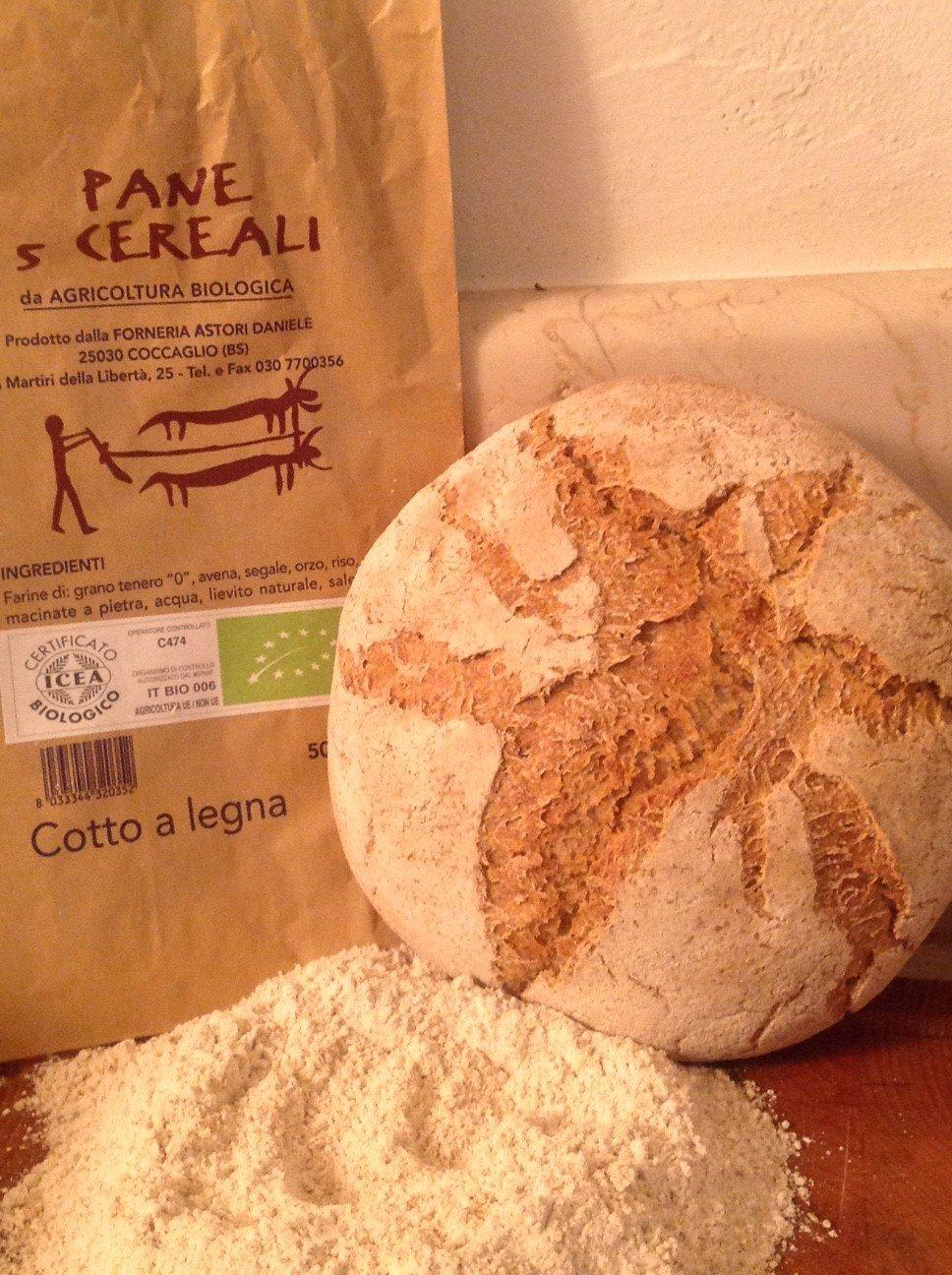 Forno Astori utilizza farine  e antichi grani biologici  «l'industria molitoria con le sue farine e i suoi preparati sta uccidendo la conoscenza dei fornai e la voglia di fare il pane».