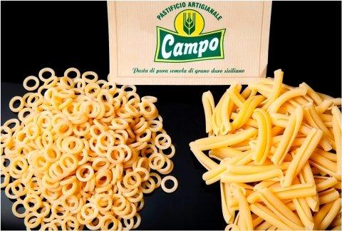 """Handwerkliche Teigwarenfabrik """"Campo"""". Die Pasta """"Campo"""" wird nur mit sizilianischem Hartweizenmehl und Wasser zubereitet"""