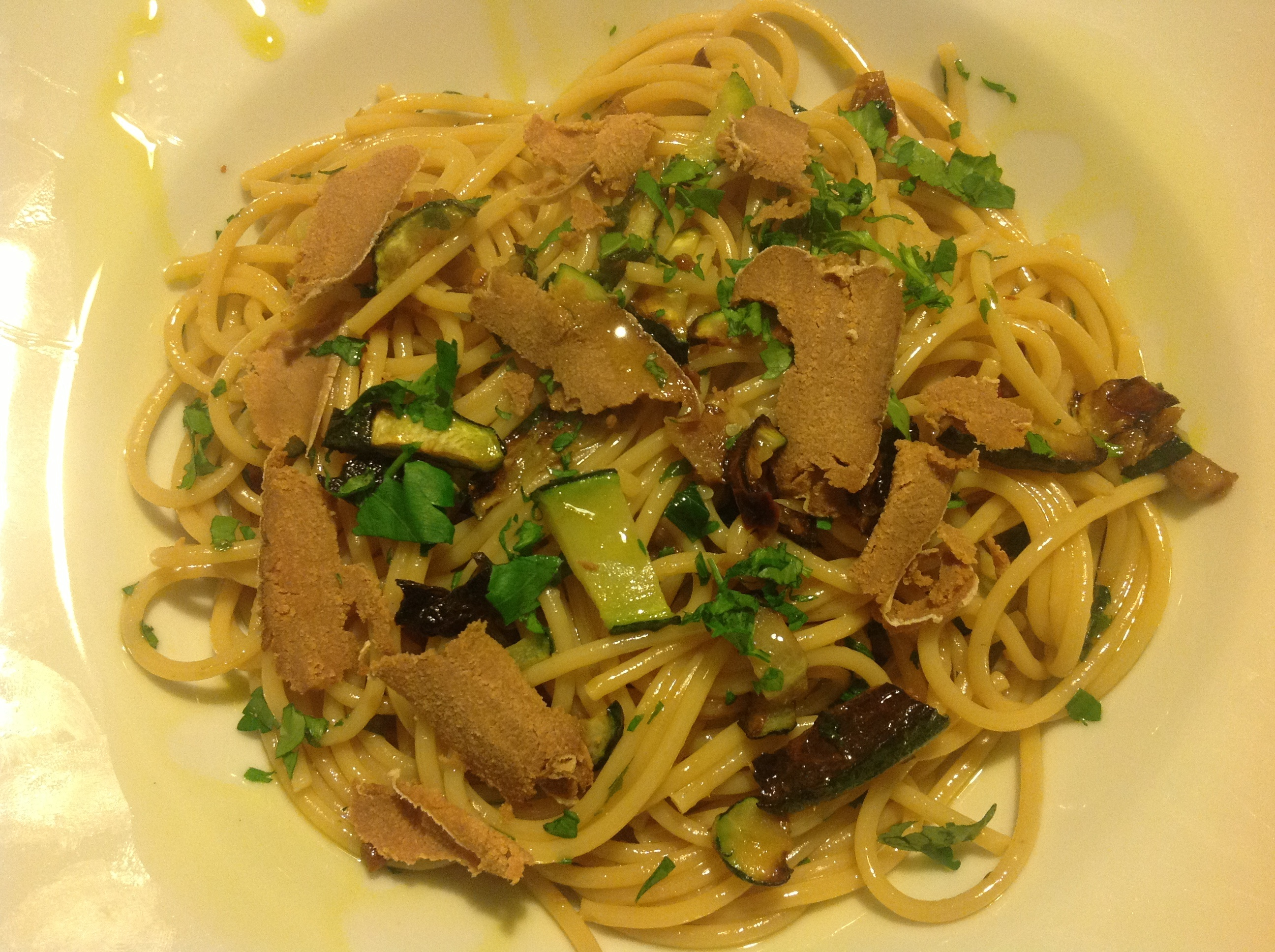 """Bigoli de Bassan """"Pastificio Borella"""" con huevas de atun """"Alberto Rocca"""" y Zucchine grillado """"Arconatura"""""""