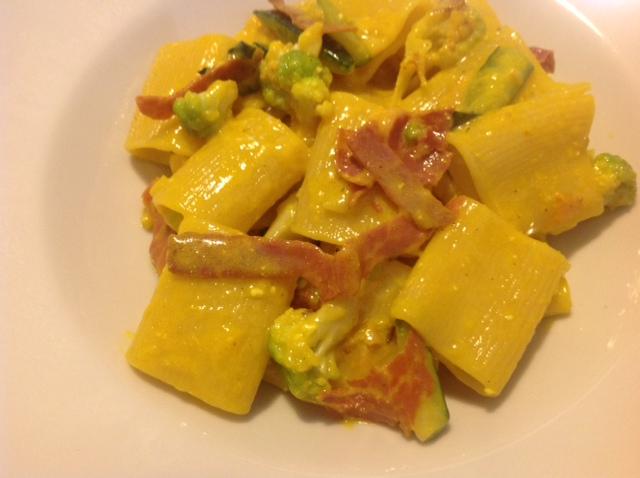 """Tuffoli """"Pastificio Mancini"""" con verdure , Culaccia  """"Saluminifio Rossi"""" , uova e  Zafferano in stimmi di Maremma """"Crocus Maremma"""""""