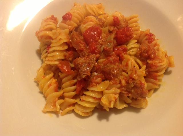 """Tortiglioni """"Gragnano in Corsa"""" con Ciauscolo  e Sugo ai Peperoni """"Masseria Dauna"""""""
