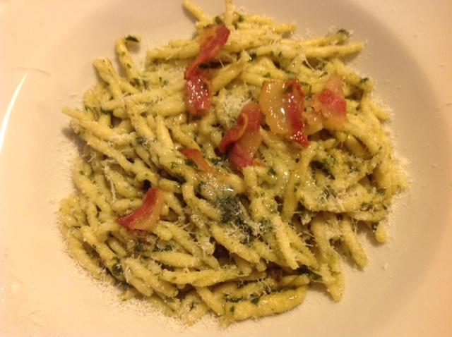 Ligurische Trofie mit ligurischem Pesto und Guanciale
