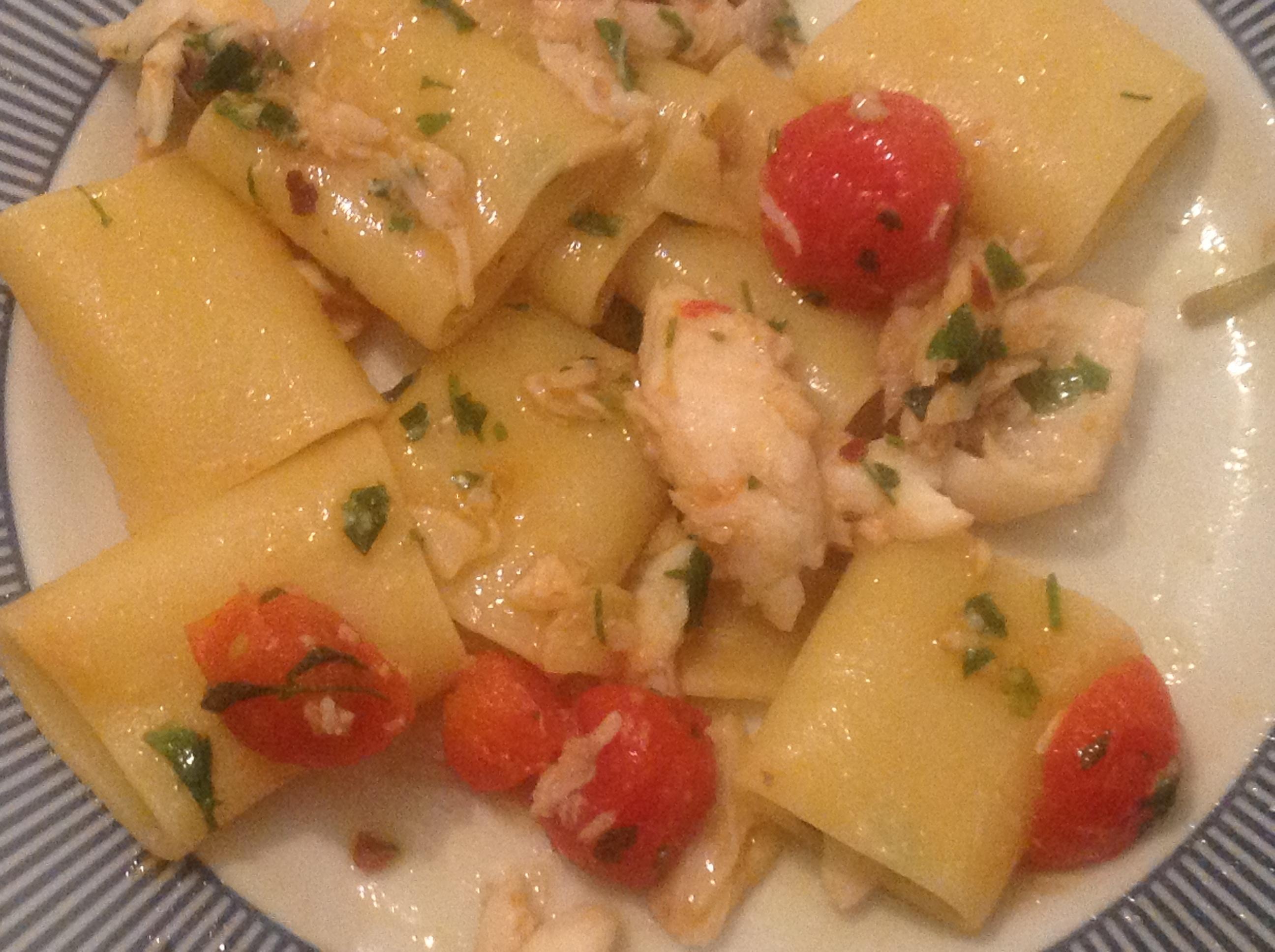 Paccheri mit Seebarsch-Tomatensauce