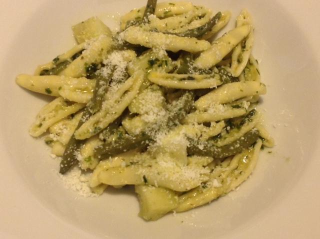 Strascinati mit Pesto nach Genueser Art, Kartoffeln, Schnittbohnen und Castelmagno