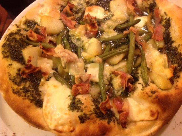 Pizza mit Pesto und...