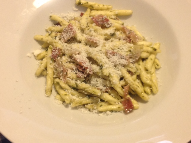 Cavatelli mit Pesto, Speck und Trüffelbutter
