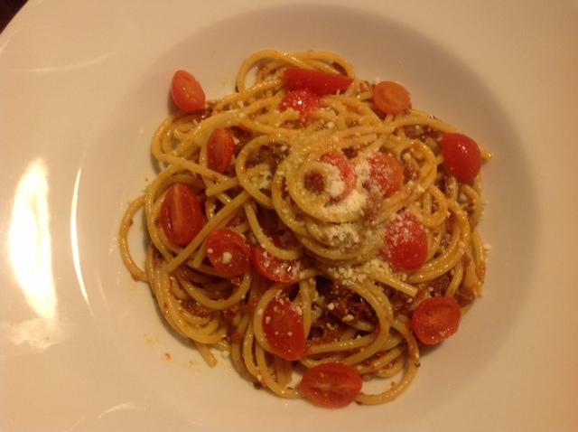 Spaghetti mit 'Nduja Suino Nero (vom schwarzen Schwein) und Tomaten