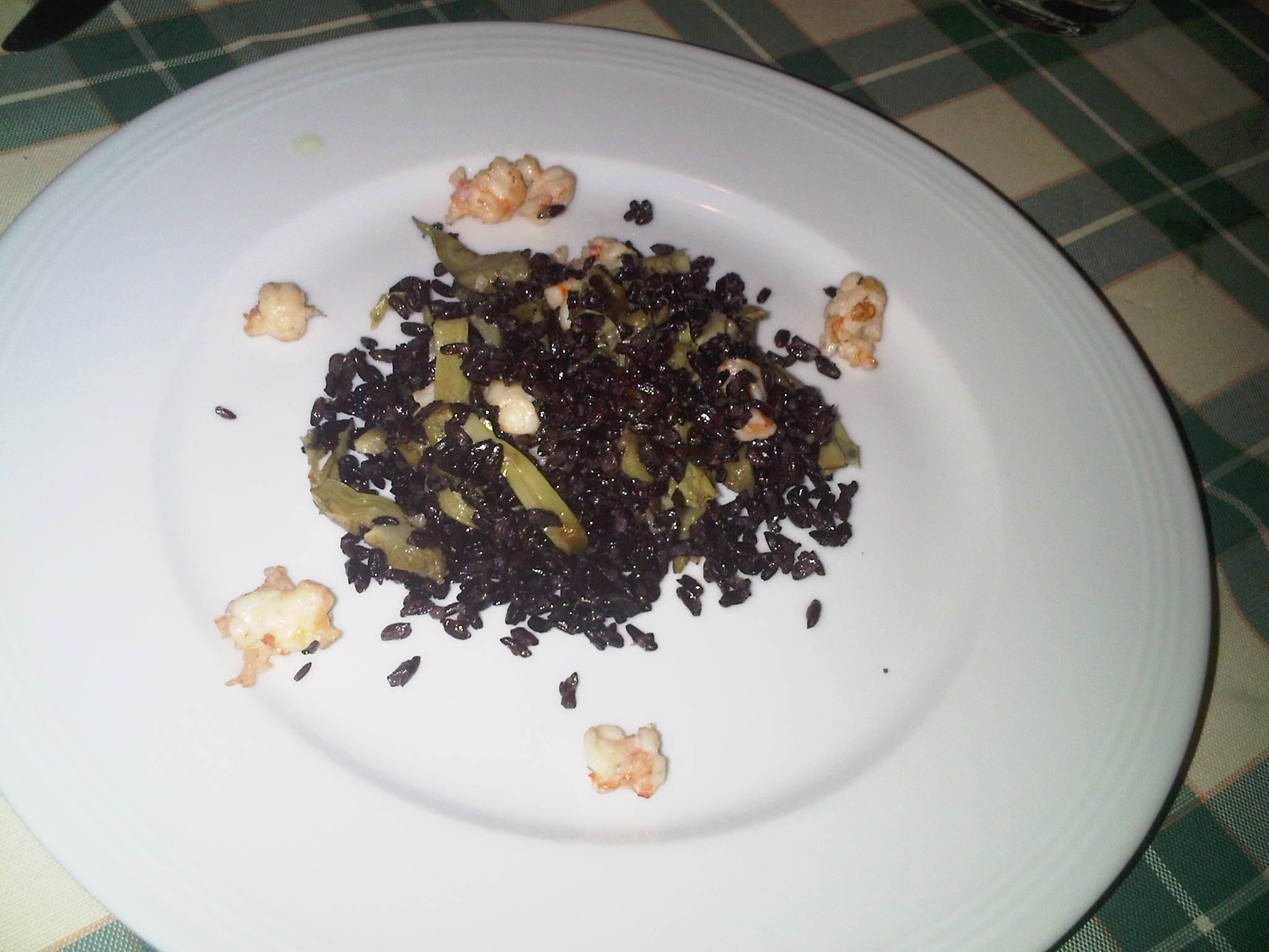 Receta enviada por Daniela- Arroz Negro con Camarones y alcachofas.