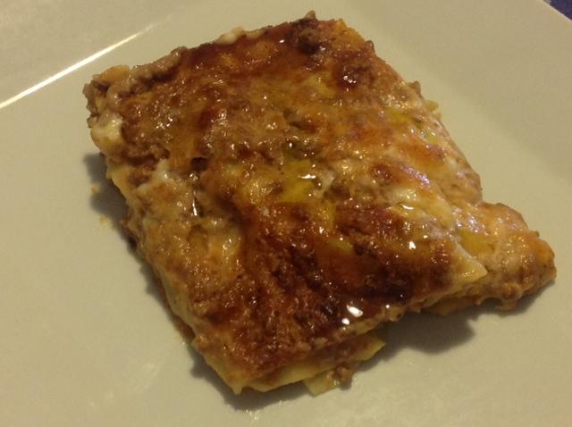 Lasagna a la Bolognesa con hojas