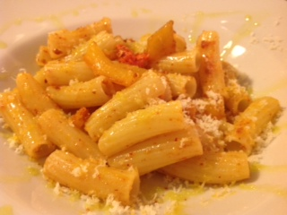A recipe by Francesco: macaroni with bell pepper and black pork 'Nduja