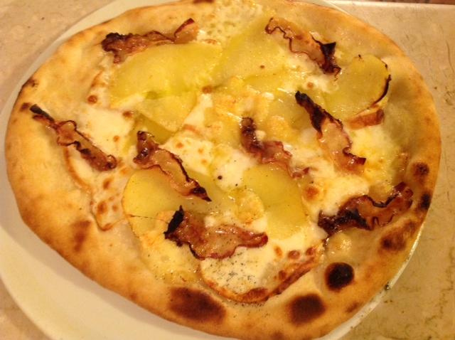 Pizza  con Mozzarella di Bufala patate e Rigatino