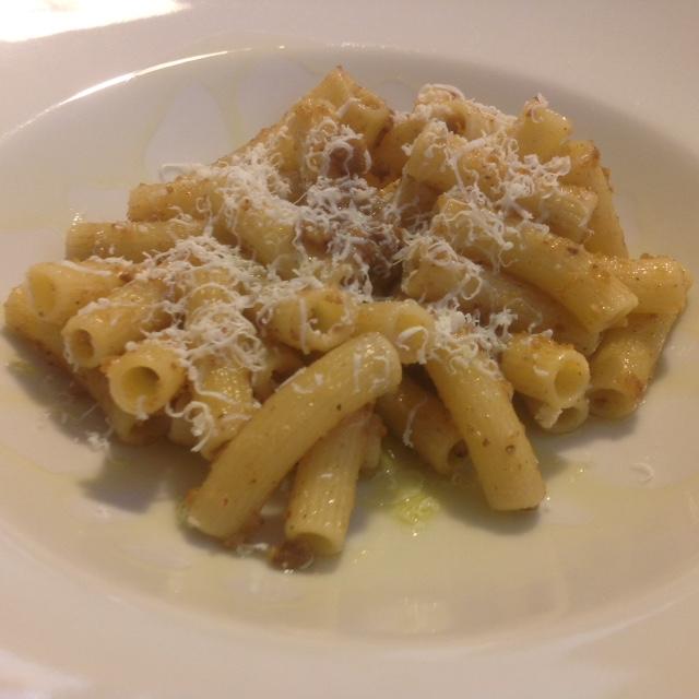 Maccheroncini Mancini con Pesto de avellana y Ricota salada