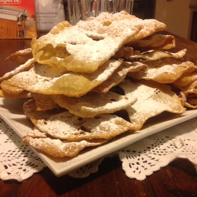 Chiacchiere o frappe de Carnaval con Harina semintegral de semola de Tummìnia - Az. Agricola Fastuchera