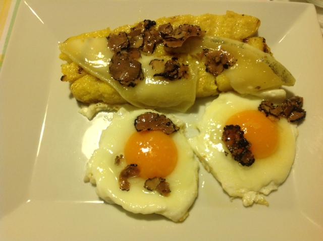 Polenta con uova  formaggio e carpaccio di Tartufo