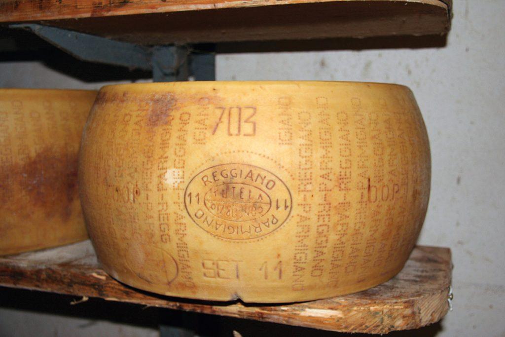 Forma intera Parmigiano Reggiano